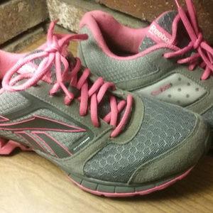 REEBOK Womens Athletic Tennis Sneaker Zigtech